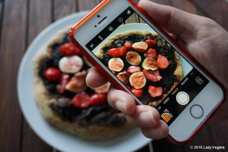 Pizza with nutella, berries and figs