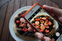 nutella pizza with figs