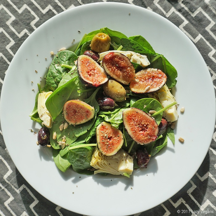green salad with figs, artichokes and olives