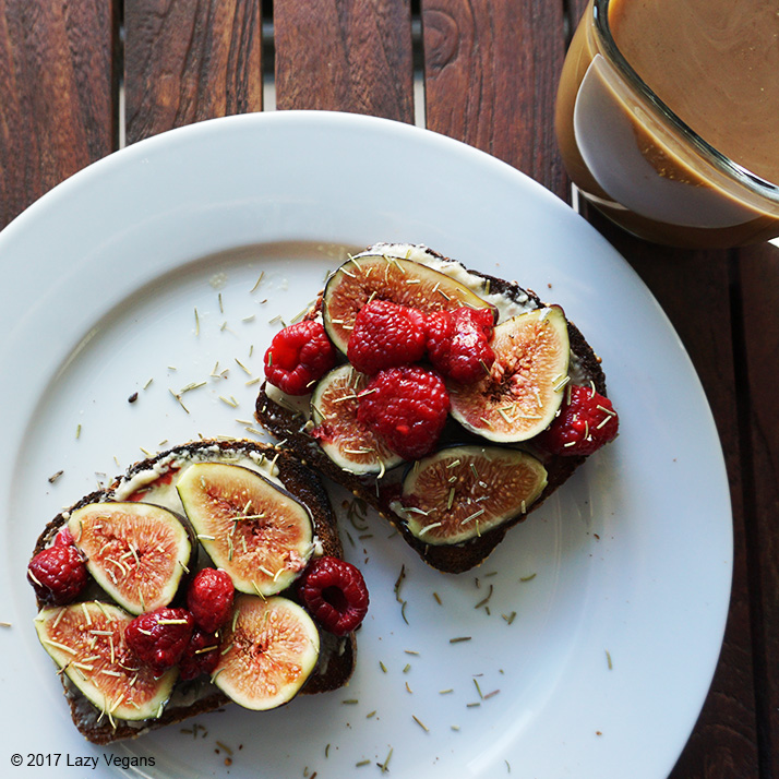 toast with figs and raspberries