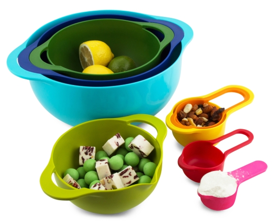 nesting bowls and measuring spoons